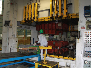 インドネシア第2工場 プレス2